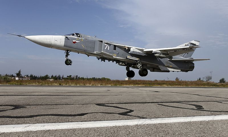"""Sukhoi Su-24 naikintuvas Sirijoje. (""""Reuters / Scanpix"""") nuotr."""