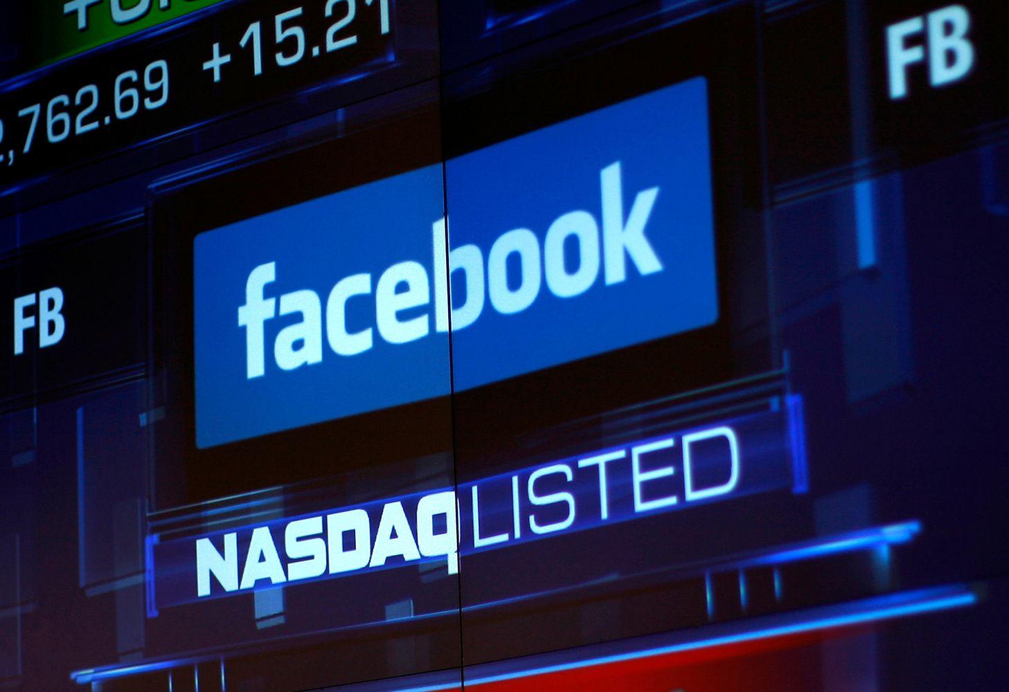 """""""Facebook"""" vertė krito 130 mlrd. USD: kas gniuždo technologijų milžinės akcijas"""