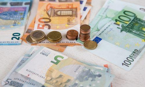 Ekspertai: ekonomikos pakilimas neišnaudojamas finansiniam balansui gerinti