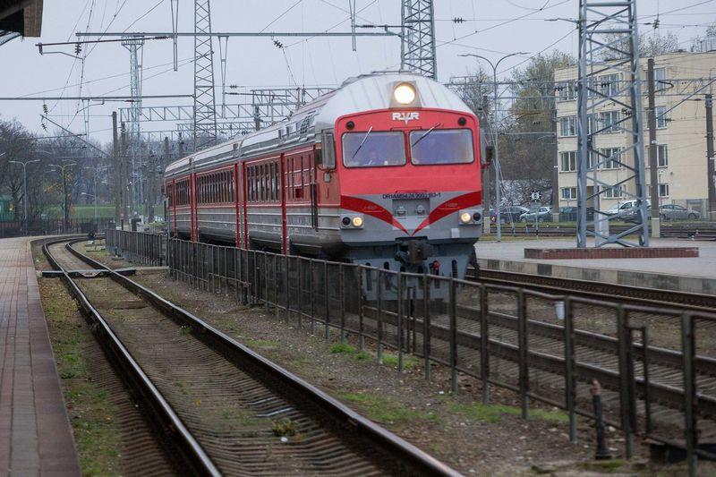 """Prieš kelerius metus """"Lietuvos geležinkeliai"""" politikų paliepimu labdarai ir paramai skirdavo dvigubai daugiau lėšų, nei užsidirbdavo pelno. Vladimiro Ivanovo (VŽ) nuotr."""