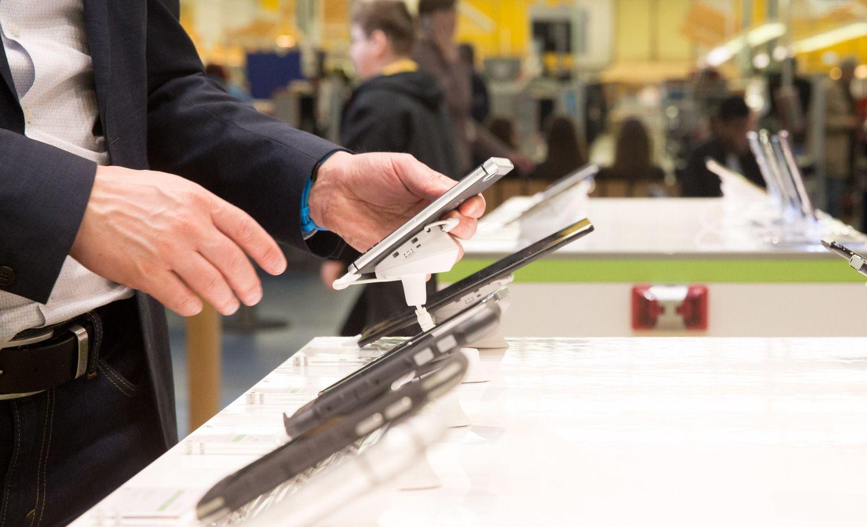 """Išmaniųjų telefonųpardavimai: """"Huawei"""" aplenkė """"Apple"""", lyderis – nepajudinamas"""