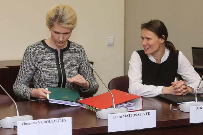 VRK posėdis: Laura Matjošaitytė ir Jonė Valčiukienė.  Vladimiro Ivanovo (VŽ) nuotr.