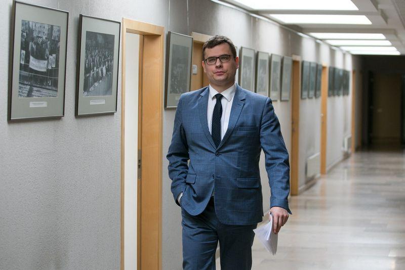 Seimo Tėvynės sąjungos-Lietuvos krikščionių demokratų frakcijos narys Laurynas Kasčiūnas kartu su kolegomis siūlo įstatymu paskelbti Komunistų partiją nusikalstama organizacija. Juliaus Kalinsko (15min.lt) nuotr.