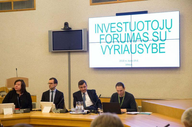 """Šiemet kovą įvyko tradicinis metinis asociacijos """"Investuotojų forumo"""" narių susitikimas su Vyriausybe, kuriame investuotojai valdžiai pateikė 100-tą savo pasiūlymų. Vladimiro Ivanovo (VŽ) nuotr."""