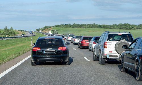Vairuotojų draudimo kainos auga lėčiau
