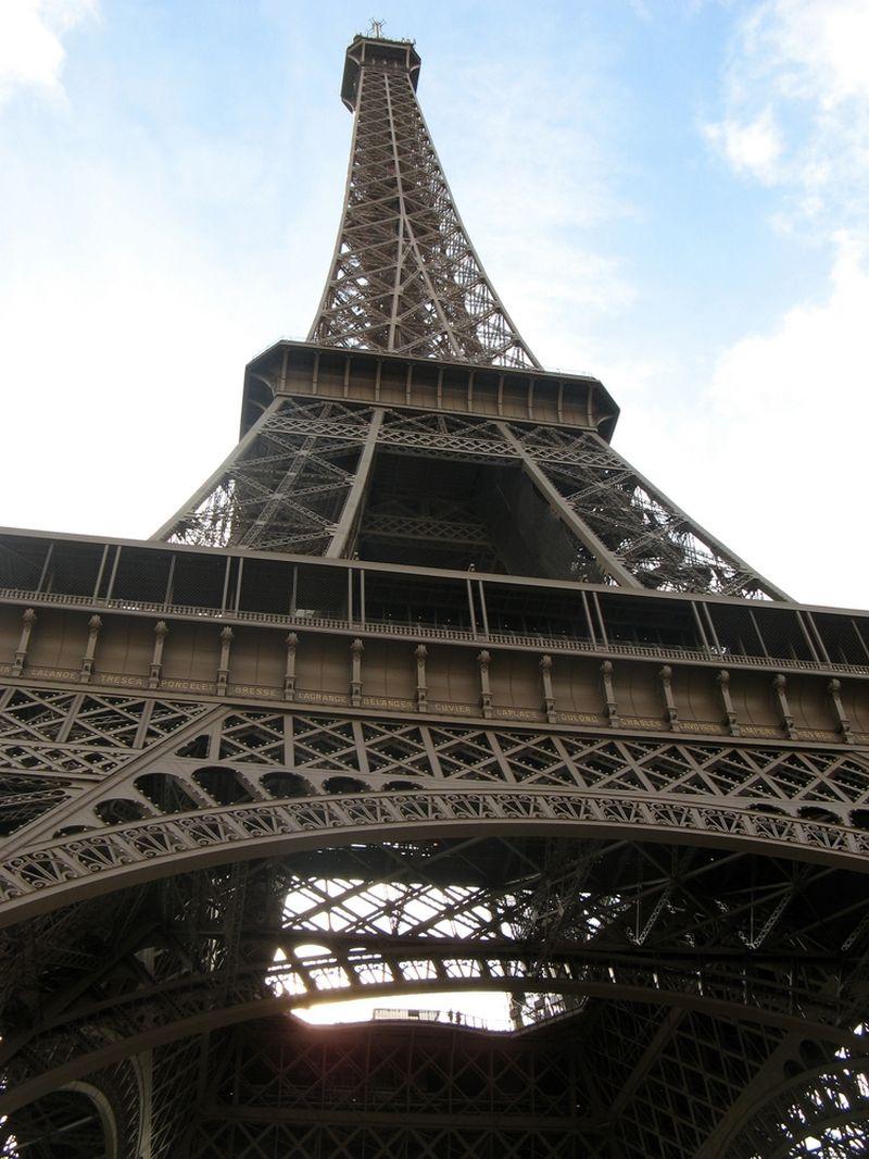 Skaičiuojama, kad pernai Eifelio bokštą aplankė 6 mln. žmonių. Ramūno Terlecko nuotr.