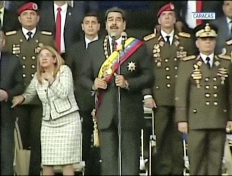 """Incidentas nutiko Venesuelos vadovui sakant kalbą kariuomenės parade (""""Reuters""""/""""Scanpix"""" nuotr.)"""