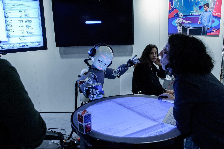 Darbuotojai bijo, kad juos pakeis robotai
