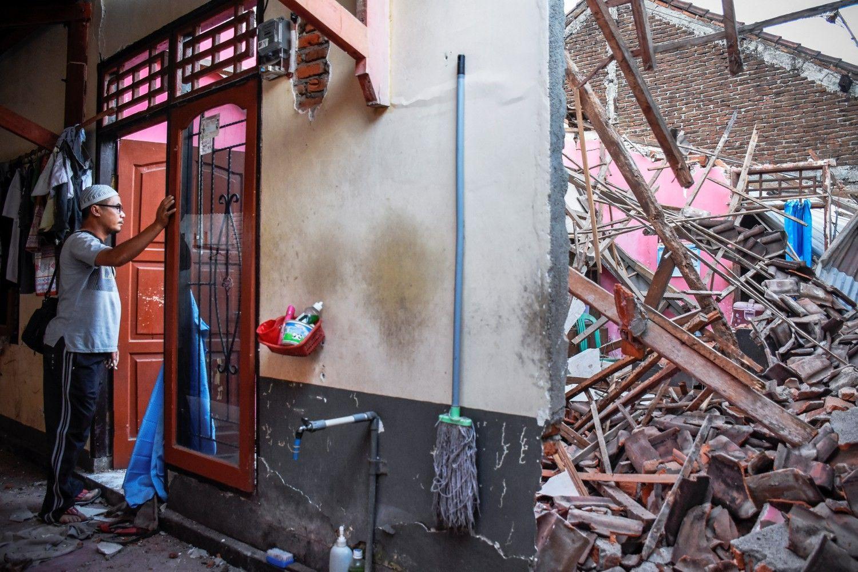 Stiprus žemės drebėjimas sukrėtė turistų pamėgtą Indoneziją
