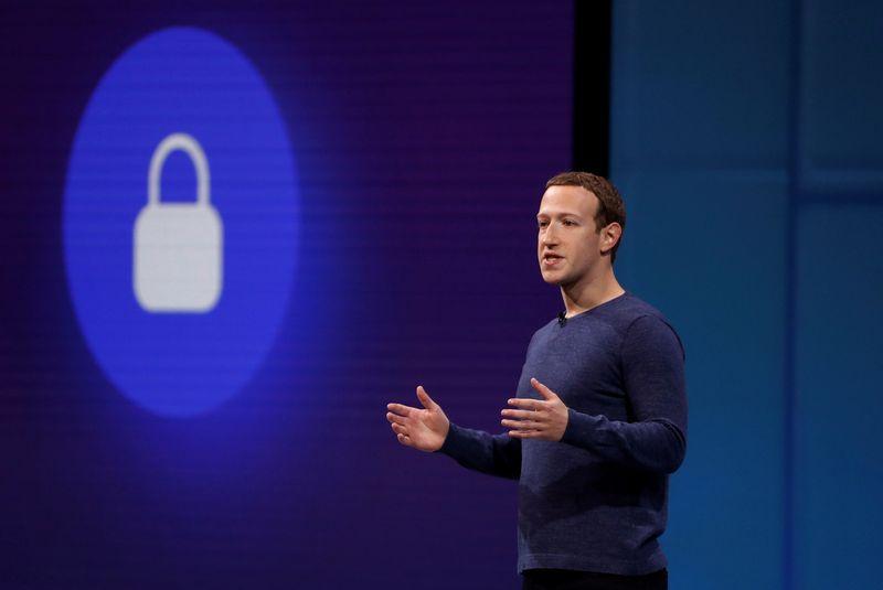 """Marko Zuckerbergo apsauga kompanijai """"Facebook"""" šiemet kainuos 10 mln. USD. Stepheno Lamo (""""Reuters""""/""""Scanpix"""") nuotr."""
