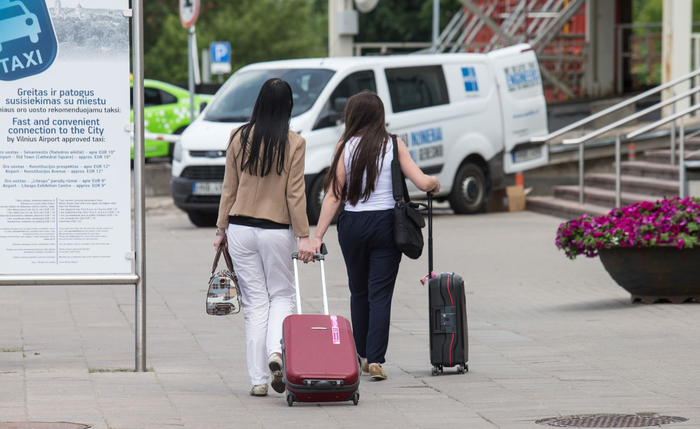 Trečią mėnesį daugiau imigruoja nei emigruoja