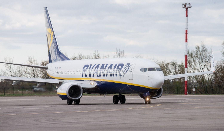 """""""Ryanair"""" dėl streikų penktadienį atšaukia per 400 skrydžių"""
