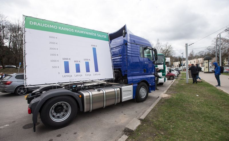 Ilgą laiką reiškę pasipiktinimą dėl draudimo įmokų dydžio Lietuvoje, vežėjai steigia savo draudimo bendrovę. Juditos Grigelytės (VŽ) nuotr.