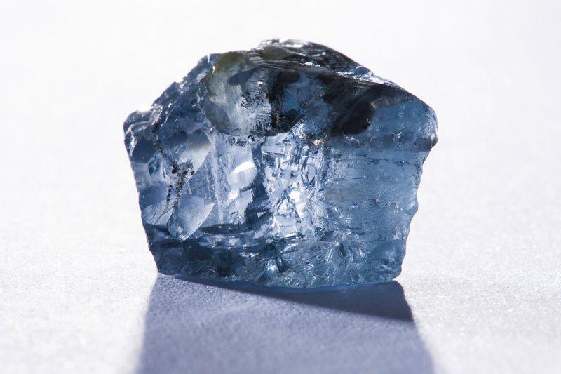 """Žydrieji deimantai sudaro vos 0,02% visų iškasamų deimantų. """"Reuters""""/""""Scanpix"""" nuotr."""