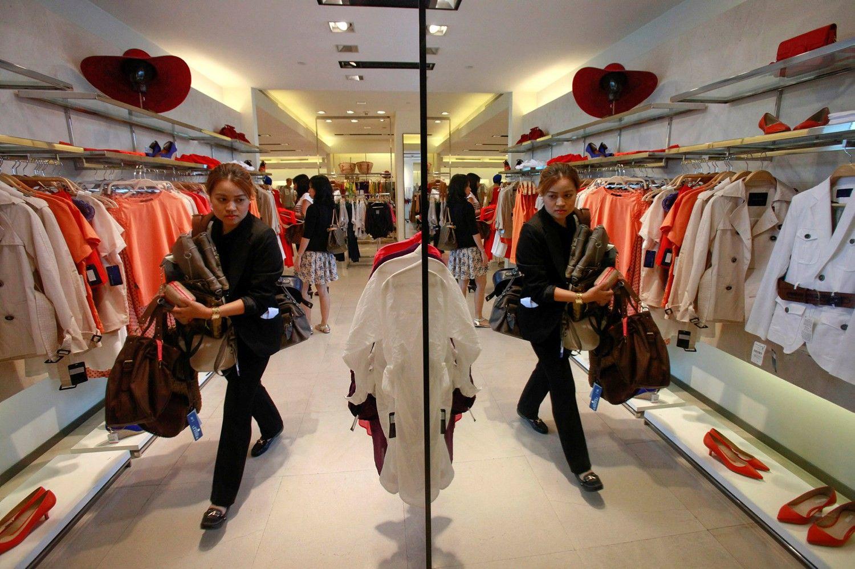 Tyrimas: identiški drabužiai Lietuvoje kainuoja maždaug 15% brangiau nei Ispanijoje