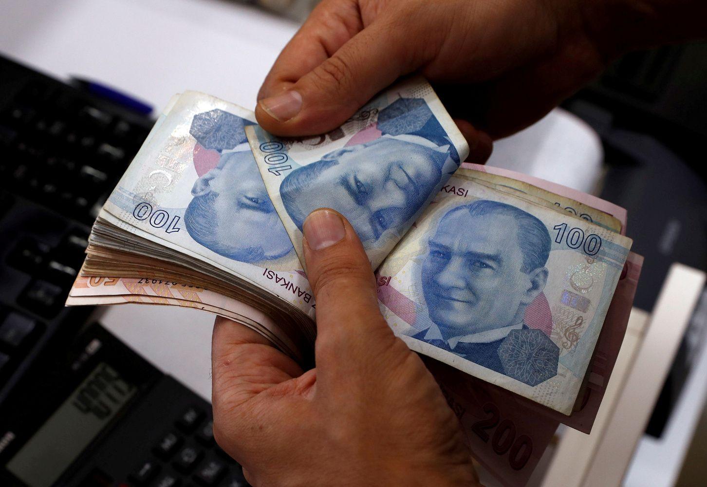 Stocks, Euro Fall on Turkey Worries; Yen Gains: Markets Wrap
