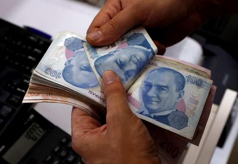 FILE PHOTO: A money changer counts Turkish lira banknotes at a currency exchange office in Istanbul, Turkey August 2, 2018. Picture taken August 2, 2018. REUTERS/Murad Sezer/File Photo