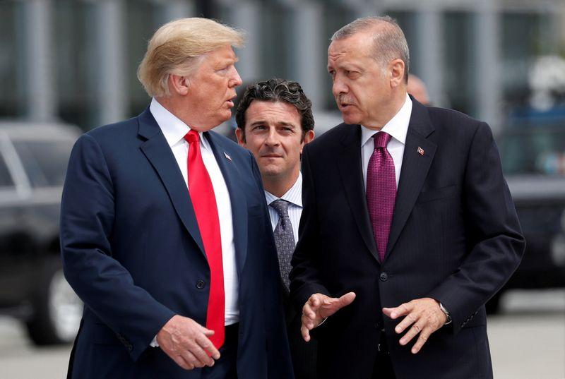 """JAV prezidentas Donaldas Trumpas ir Turkijos prezidentas Recepas Tayyipas Erdoganas. Kevino Lamarque (""""Reuters"""" / """"Scanpix"""") nuotr."""