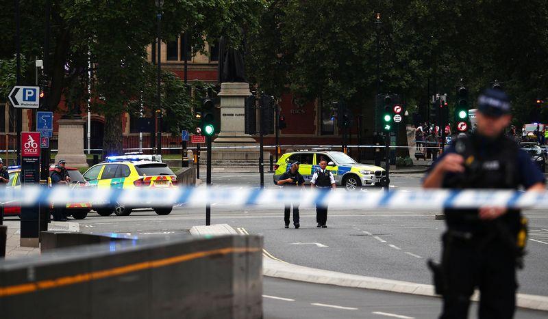 "Incidentas prie JK parlamento. Hannah McKay (""Reuters"" / ""Scanpix"") nuotr."