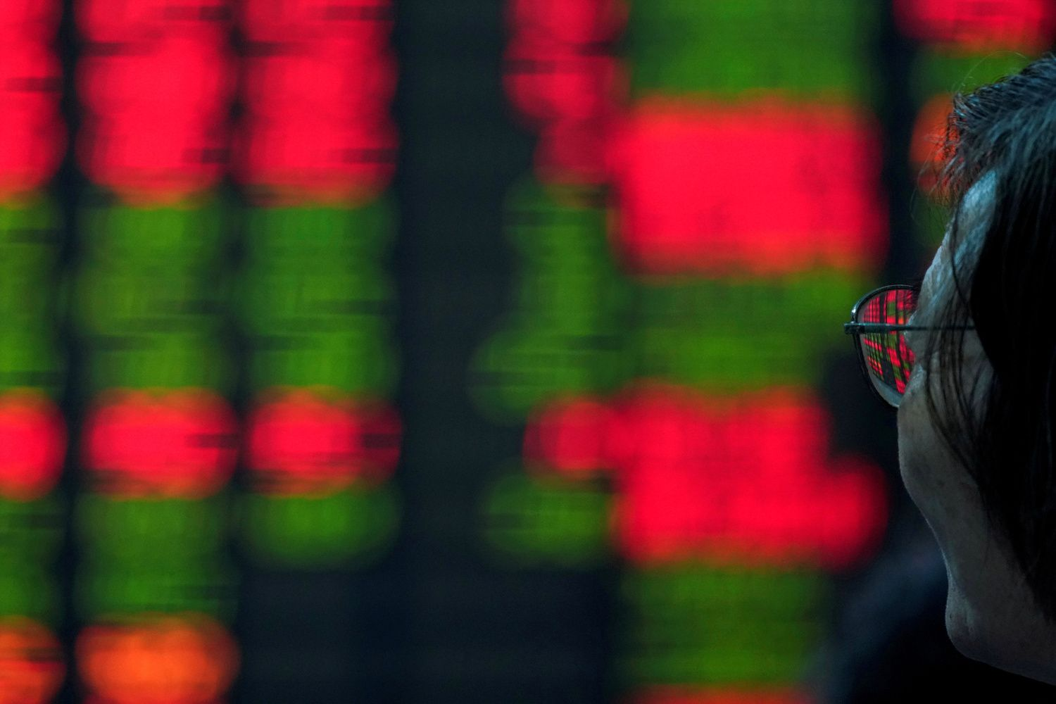 Stocks in Asia Trade Mixed; Dollar Slips With Yen: Markets Wrap