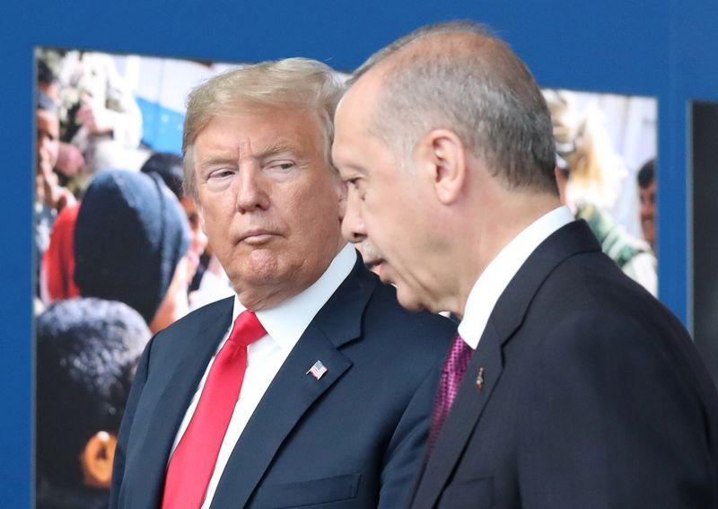 """JAV prezidentas Donaldas Trumpas ir Turkijos prezidentas Recepas Tayyipas Erdoganas. """"Reuters"""" / """"Scanpix"""" nuotr."""