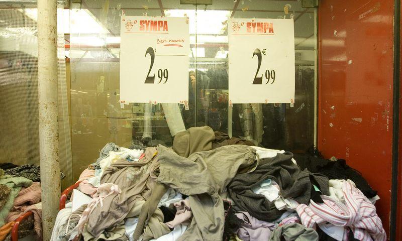 2016 m. Lietuvoje buvo surinkta 2.275 t įvairių tekstilės atliekų. Iš jų 235 t eksportuota, 650 t atiduota perdirbti. Į sąvartynus išvežta 1.390 t tekstilės.  Vladimiro Ivanovo (VŽ) nuotr.