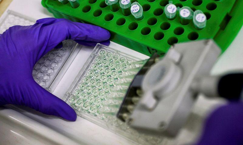 """Žmogaus papilomos virusas dažniausiai sukelia gimdos kaklelio vėžį, tačiau gali tapti ir gerklės vėžio priežastimi. Stefano Wermutho (""""Reuters"""" / """"Scanpix"""") nuotr."""