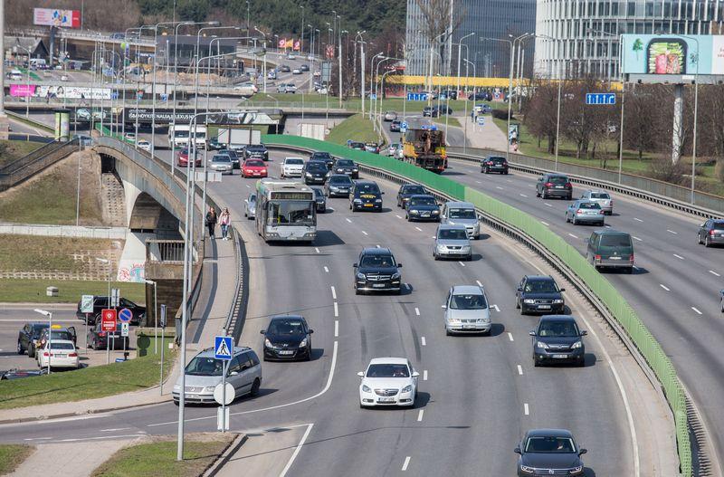 Nacionalinio oro taršos mažinimo plane numatyta idėja didžiuosiuose miestuose riboti dyzelinu varomą transportą. Juditos Grigelytės (VŽ) nuotr.