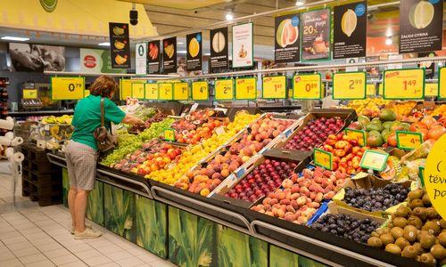 Politikai prieš prekybininkus: kieno sąskaita mažės kainos