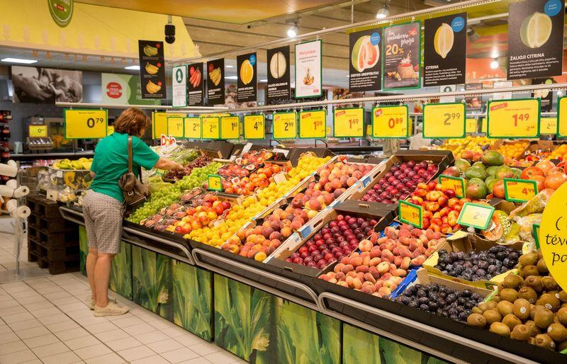 Konkurencijos didinimo klausimas aktualesnis kalbant apie maisto prekes, nes ne maisto prekių kategorijoje didėja elektroninių parduotuvių vaidmuo. Juditos Grigelytės (VŽ) nuotr.
