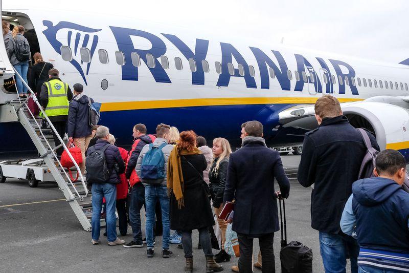 """""""Ryanair"""" apmokestina rankinį bagažą ir siekia sutrumpinti keleivių įlaipinimo bei išlaipinimo laiką. Vladimiro Ivanovo (VŽ) nuotr."""