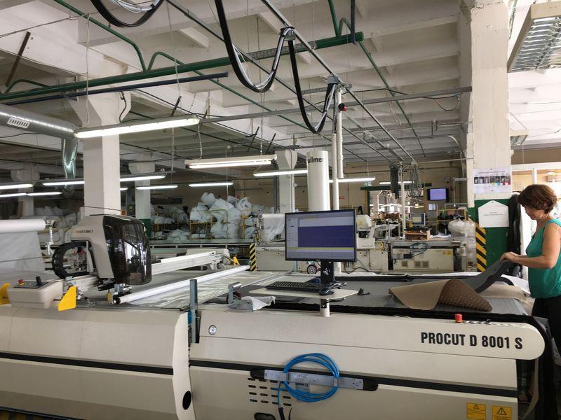 """AB """"Kauno baldai"""", minkštųjų baldų gamintoja, investavo į naują gamybos įrangą. Įmonės nuotr."""