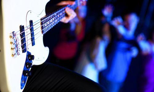 Naktiniuose klubuose – neapskaityti pinigai ir nelegalus alkoholis