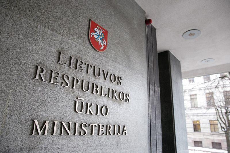 Nuo Naujųjų metų ši iškaba turėtų būti pakeista - Ūkio ministerija bus pervedinta į Ekonomikos ir inovacijų ministeriją. Žygimanto Gedvilos (15min.lt) nuotr.