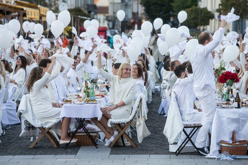 """Baltosios vakarienės """"Diner en Blanc"""" pasaulyje organizuojamos jau 30 metų. Juditos Grigelytės (VŽ) nuotr."""