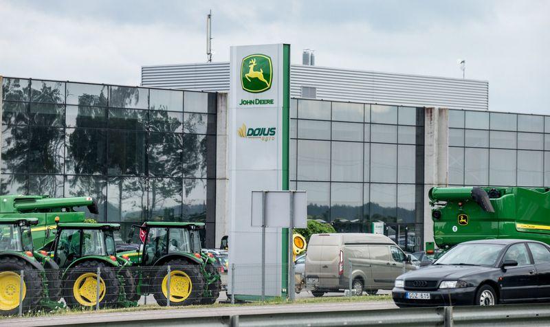 """Prekybos žemės ūkio technika UAB """"Dojus agro"""" šalia Kauno. Juditos Grigelytės (VŽ) nuotr."""