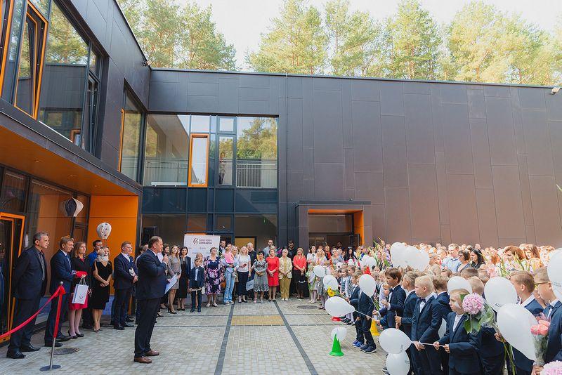 Kauno Romainių mikrorajone atidaryta nauja mokykla. Kauno m. savivaldybės nuotr.