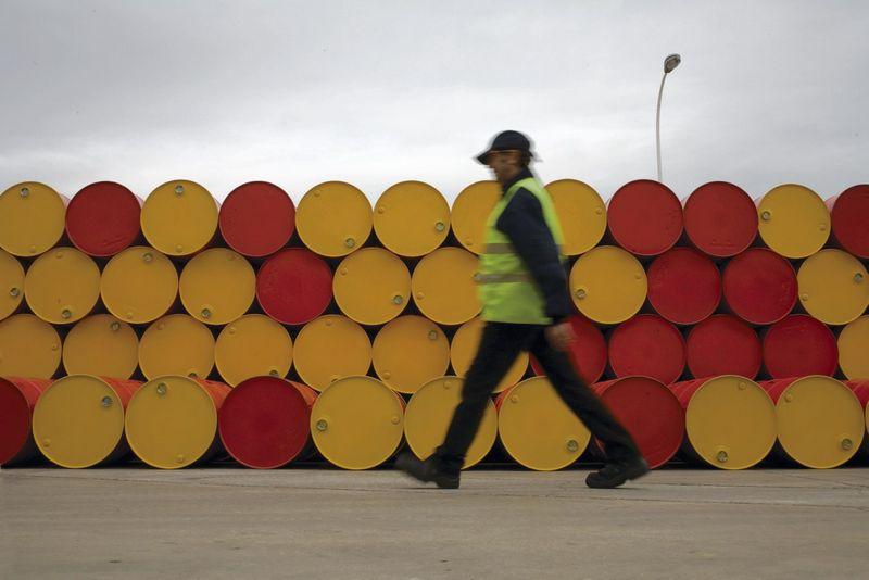 """""""Shell"""" kompanija naftos gaminiais kasdien aprūpina apie 30 mln. klientų 120-yje šalių specialiuose aptarnavimo centruose ar degalinėse, kurių skaičiuojama daugiau kaip 44.000."""