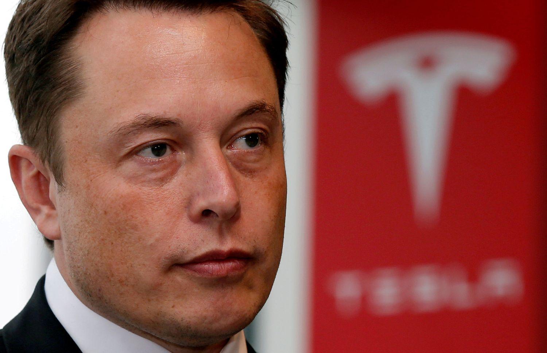 """""""Tesla"""" akcijas nusodino vadovų pasitraukimai"""