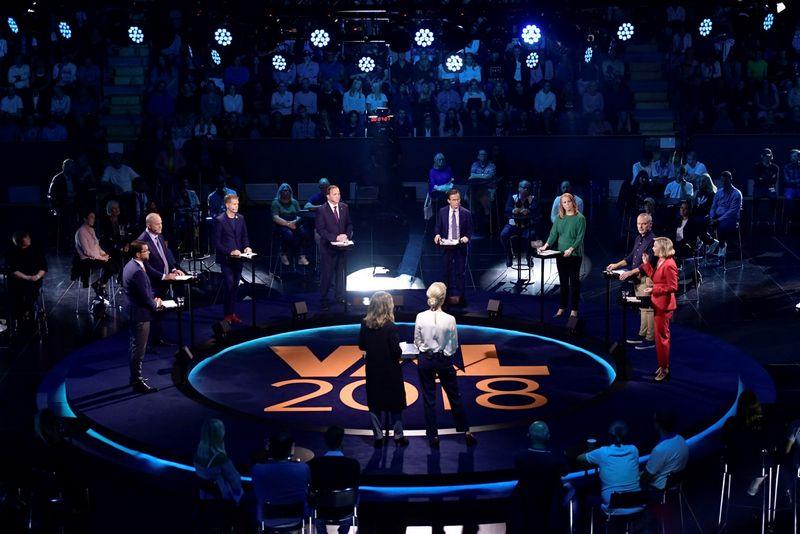 """Parlamento rinkimams artėjant Švedijos televizijoje SVT surengti karšti svarbiausių politinių partijų lyderių ir potencialių kandidatų į naujuosius premjerus debatai. Stina Stjernkvist (""""Reuters"""") nuotr."""