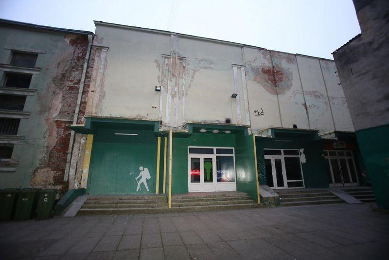 """Kino teatras """"Laisvė"""" 2014 m. po gaisro.  """"15min"""" / """"Scanpix"""" nuotr."""