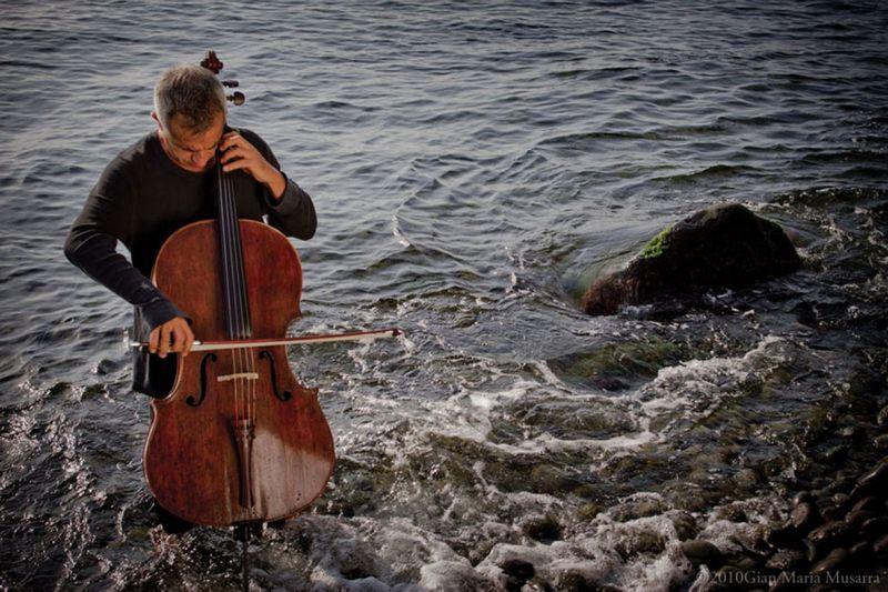 Nacionalinės filharmonijos koncertų sezoną pradės svečias iš Italijos – violončelininkas Giovanni Sollima. LNF nuotr.