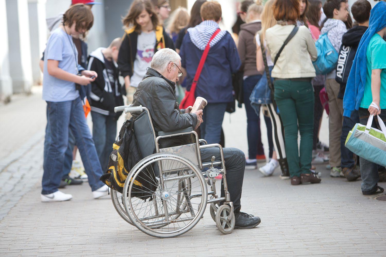 Neįgaliuosius slaugančiųjų socialinį draudimą padengs valstybė
