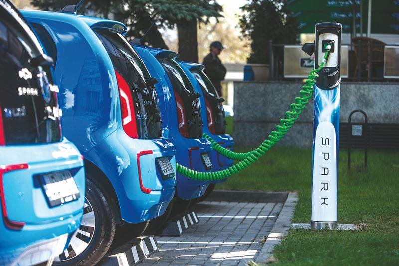Nuo 2014 iki 2018 m. elektromobilių ir hibridinių automobilių skaičius Lietuvoje išaugo daugiau kaip 7 kartus – nuo 1.677 iki 12.597 vienetų. Juditos Grigelytės (VŽ) nuotr.
