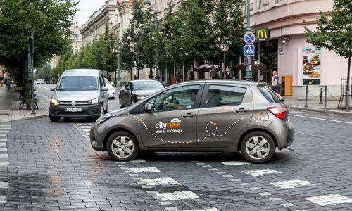 Siekiama pažaboti nedrausmingus nuomotų automobilių naudotojus