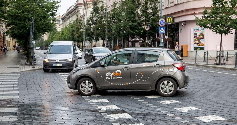 """""""Citybee"""" trumpalaikės nuomos automobilis Vilniuje. Juditos Grigelytės (VŽ) nuotr."""