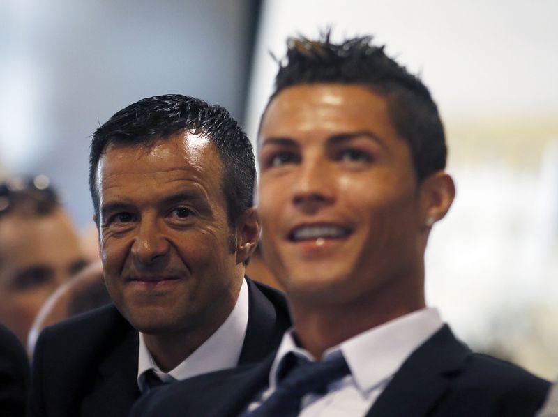 """Turtingiausiu futbolo agentu laikomas Jose Mendesas ir garsiausias jo klientas Cristiano Ronaldo. """"Reuters"""" / """"Scanpix"""" nuotr."""