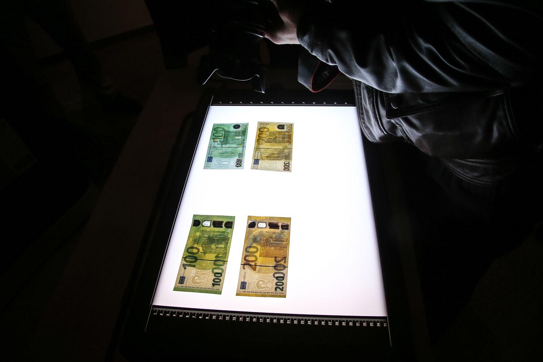 Pristatyti naujieji eurų banknotai