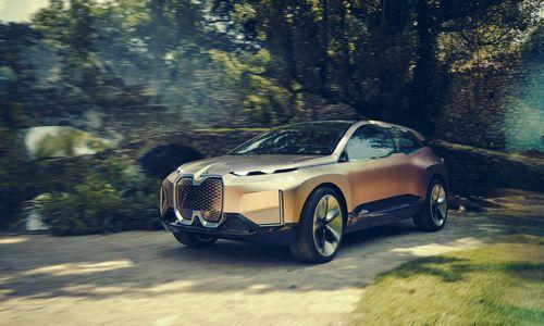 """""""Audi"""" ir """"Mercedes"""" veržiantis į elektromobilių rinką, BMW laukia 2021 m."""