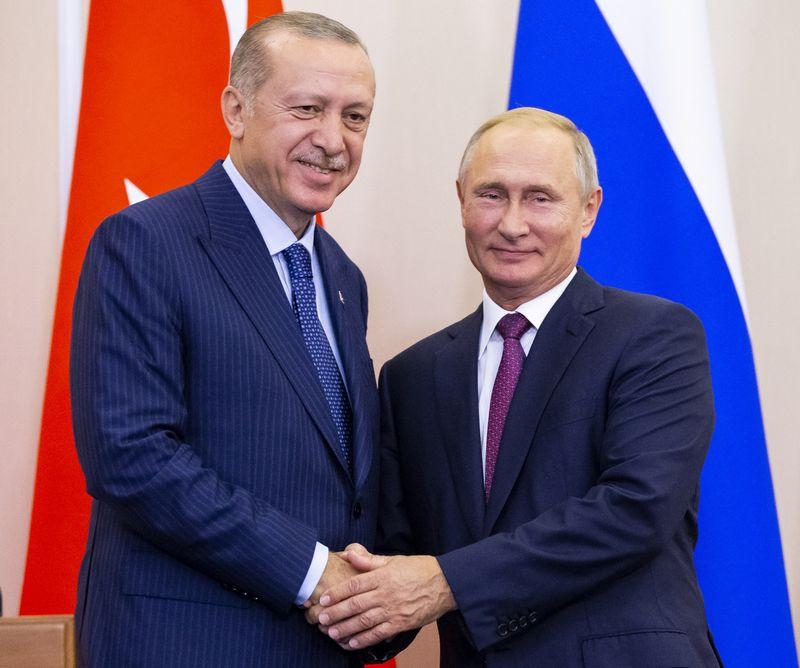 """Turkijos prezidentas Recepas Tayyipas Erdoganas ir Rusijos prezidentas Vladimiras Putinas. Alexanderio Zemlianichenko (""""Reuters"""" / """"Scanpix"""") nuotr."""